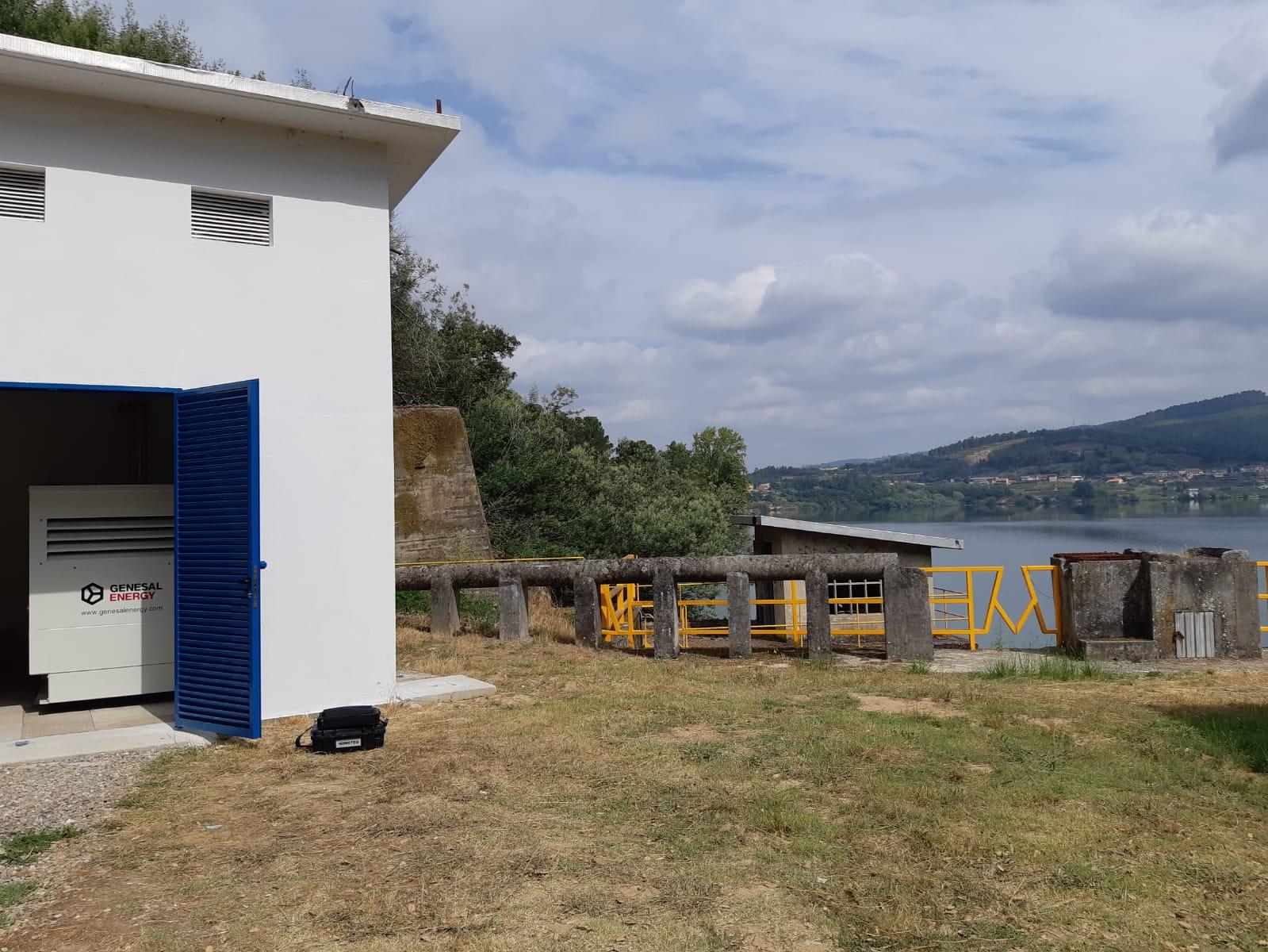 Grupo electrógeno instalado en la central hidroeléctrica de Castrelo